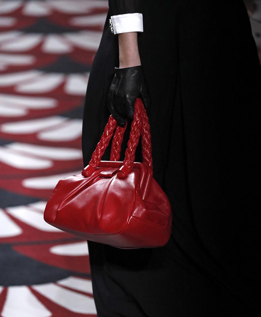 модная сумка ридикюль винтажный стиль осень зима 2020 2021 красная