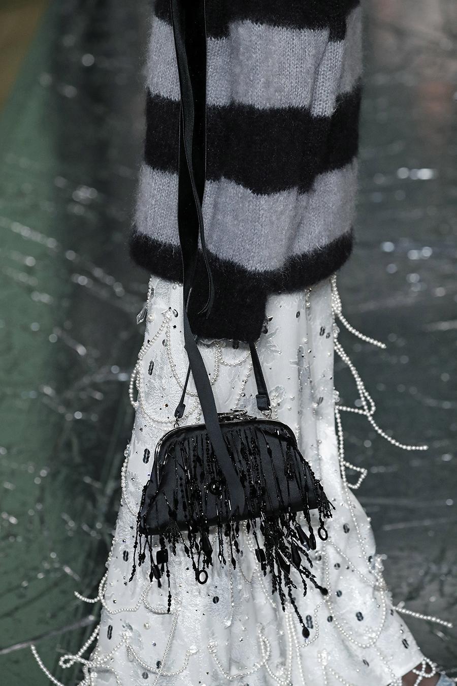модная сумка ридикюль винтажный стиль осень зима 2020 2021 черная бисер