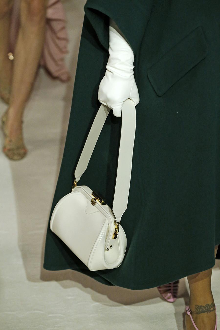 модная сумка ридикюль винтажный стиль осень зима 2020 2021 белая