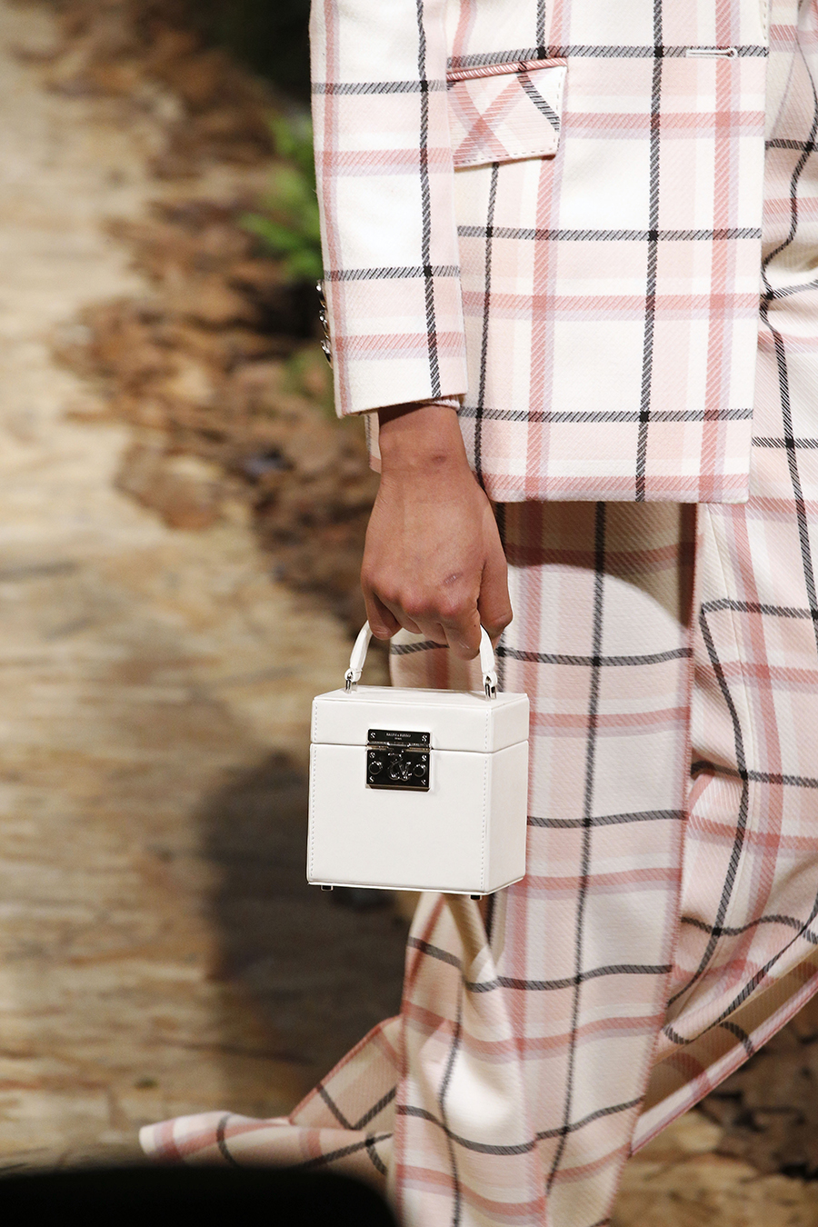 модная сумка саквояж огромная осень зима 2020 2021 чемоданчик белый