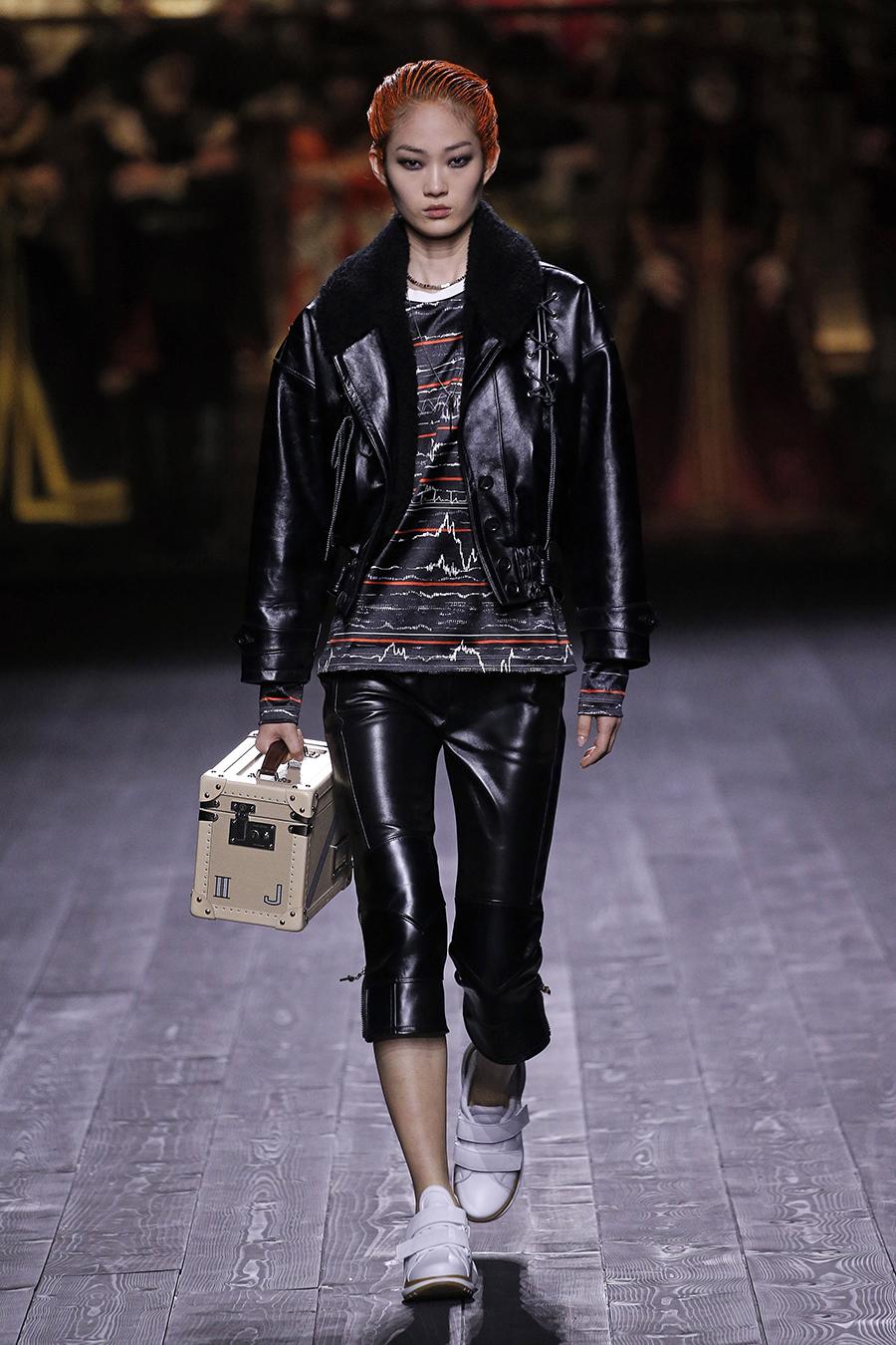модная сумка саквояж огромная осень зима 2020 2021 чемоанчик бежевый