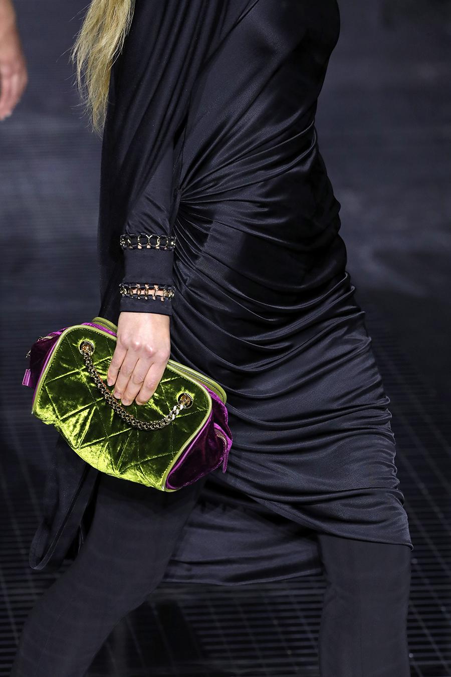модная стеганая сумка осень зима 2020 2021 бархатная фиолетовая салатовая зеленая на цепочке