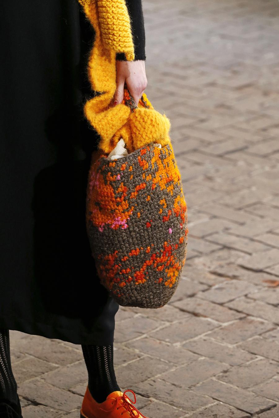 модная вязаная макраме осень зима 2020 2021 коричневая оранжевая