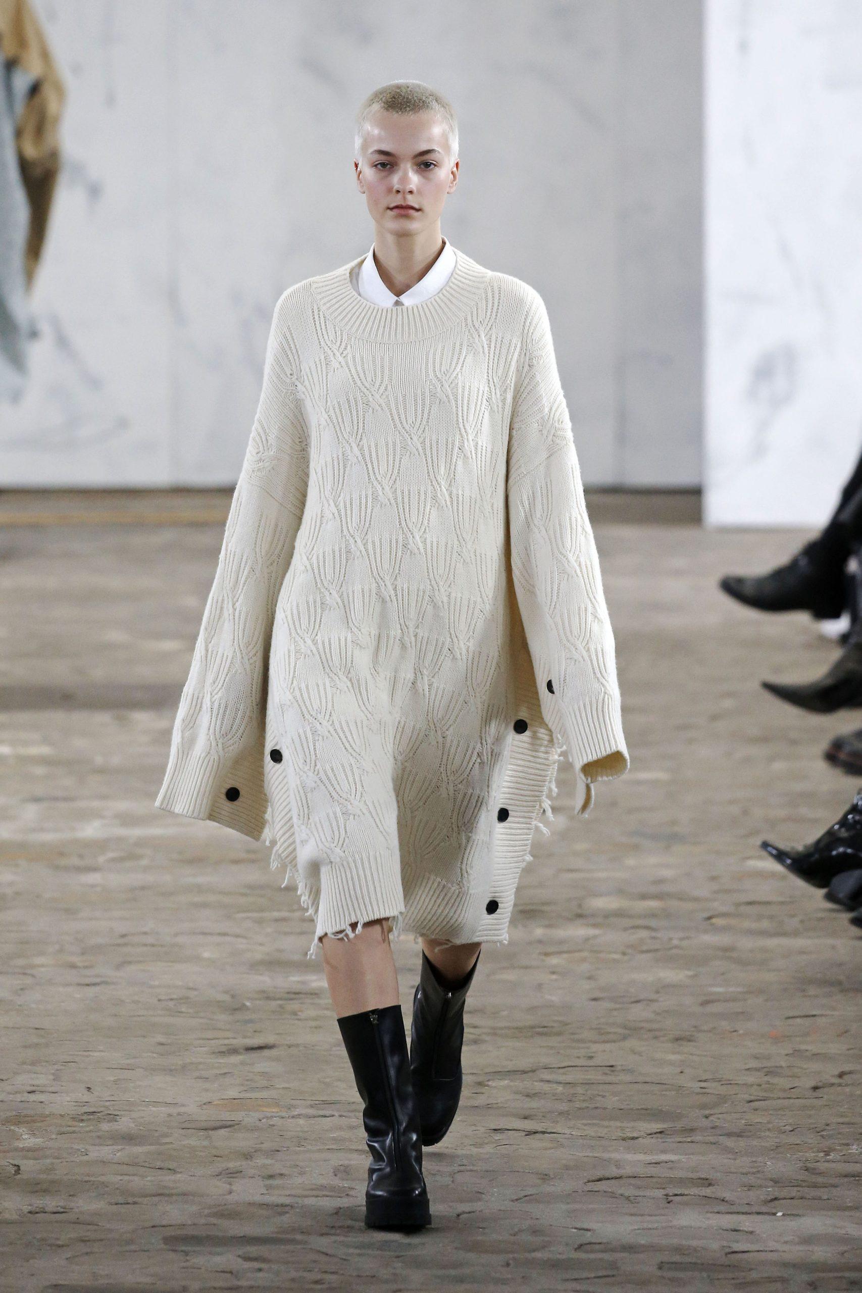 вязаное трикотажное платье оверсайз миди теплое бежевое