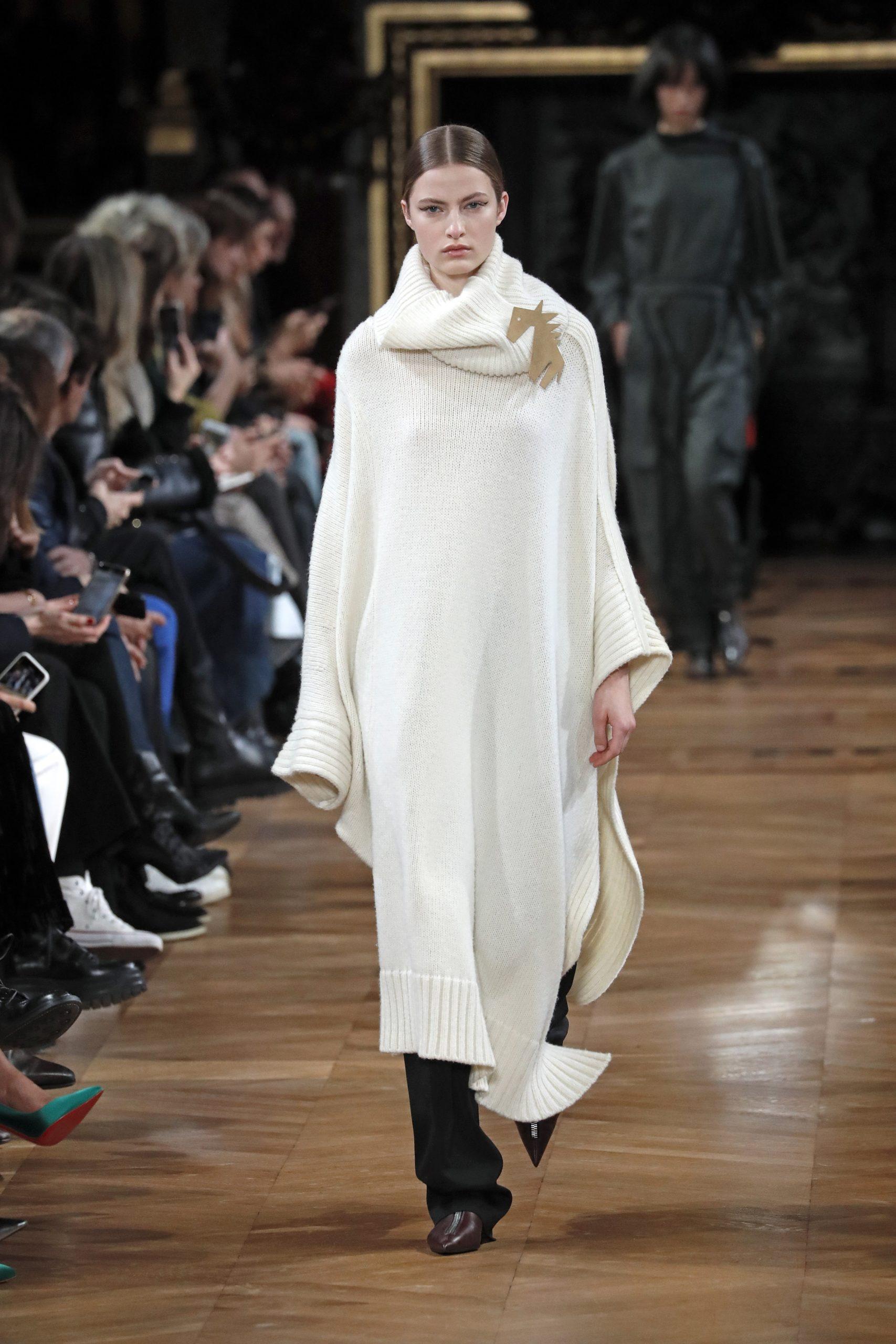 вязаное трикотажное платье оверсайз макси в пол длинное теплое бежевое