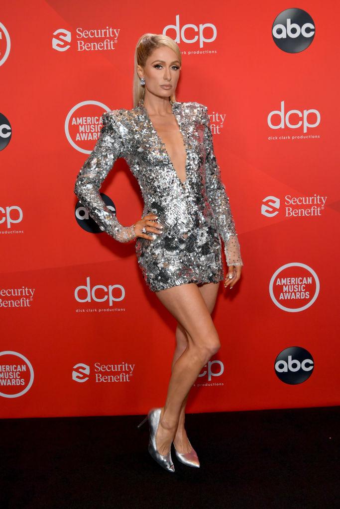 серебрянное платье сребристое мини платье с рукавами
