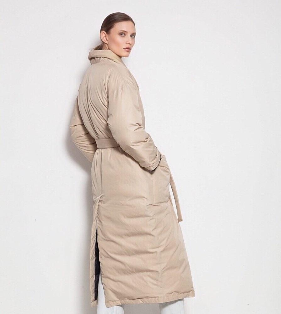 модный пуховик одеяло пальто халат осень зима 2020 2021 ьежевый с поясом длинный оверсайз