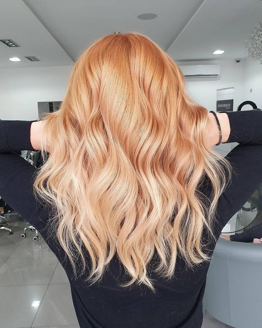 персиковый блонд окрашивание для блондинок на светлые волосы осень-зима 2020-2021