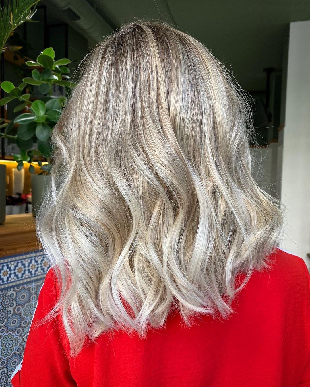 пепельный блонд окрашивание для блондинок на светлые волосы осень-зима 2020-2021