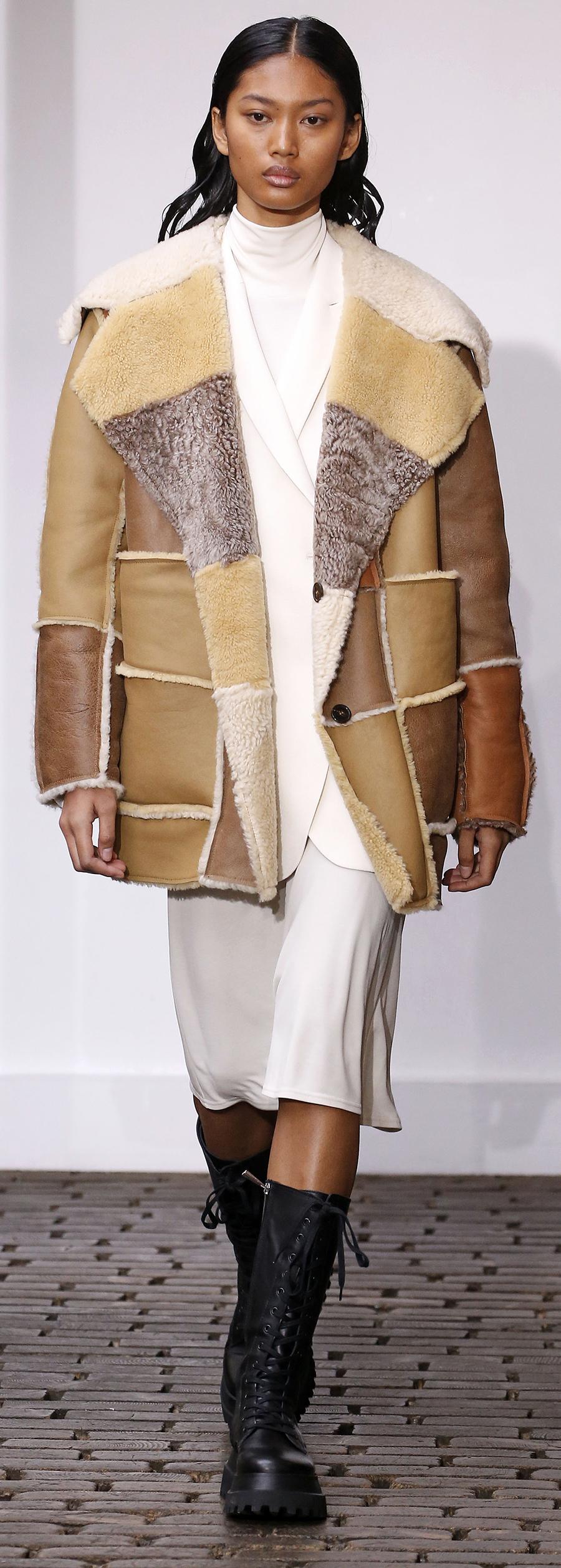 модная дубленка осень зима 2020 2021 коричневая короткая