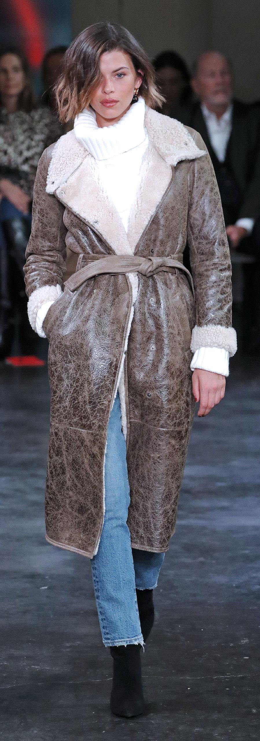 модная дубленка осень зима 2020 2021 коричневая длинная