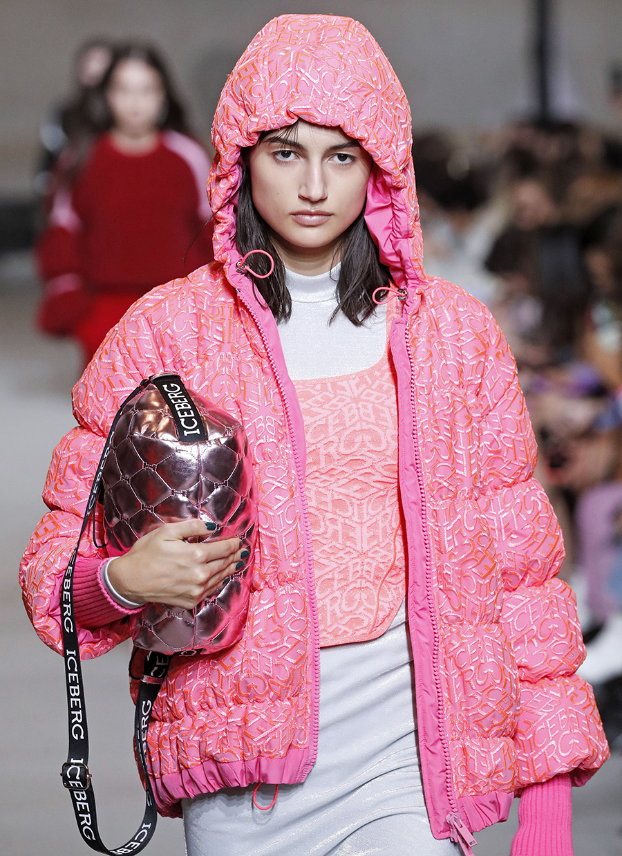 модный пуховик короткий зима 2020 2021 розовый на молнии