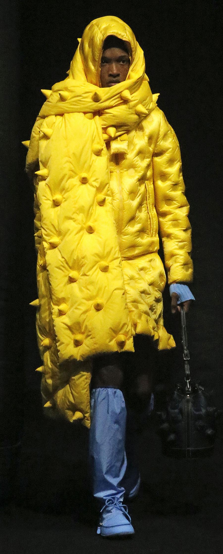 модный пуховик осень зима 2020 2021 желтый длинный