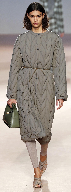 модный пуховик одеяло пальто халат осень зима 2020 2021 бежевый серый коричневый поясом длинный стеганый