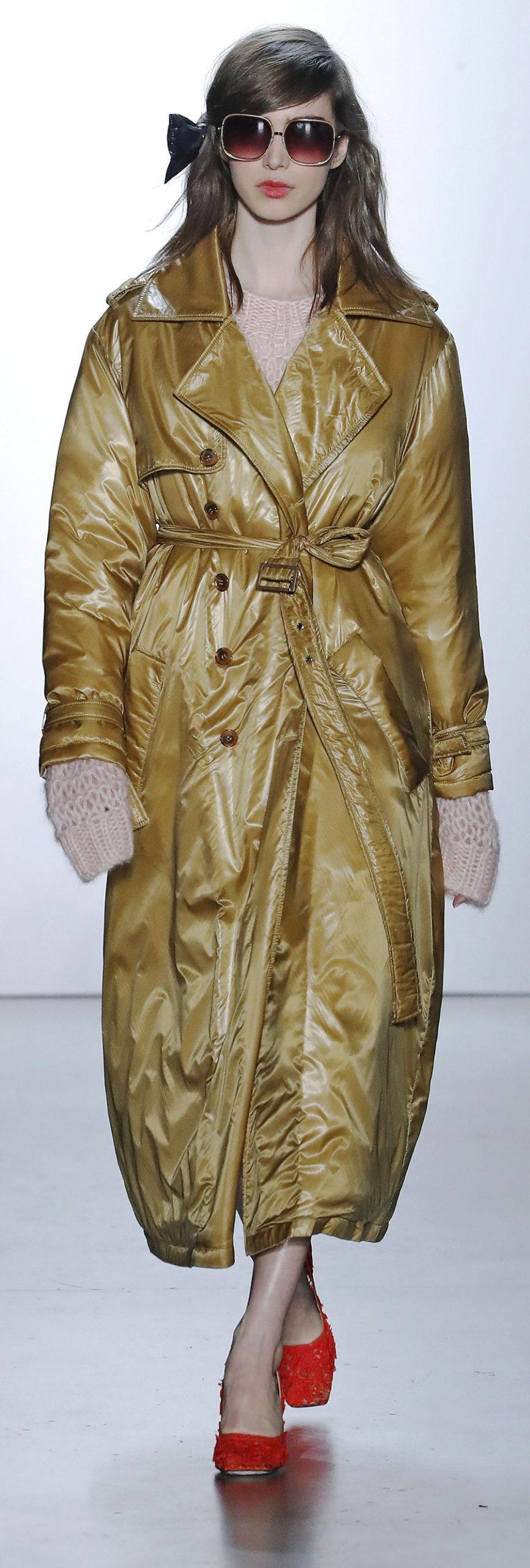 модный пуховик одеяло пальто халат осень зима 2020 2021 золотистый с поясом длинный оверсайз