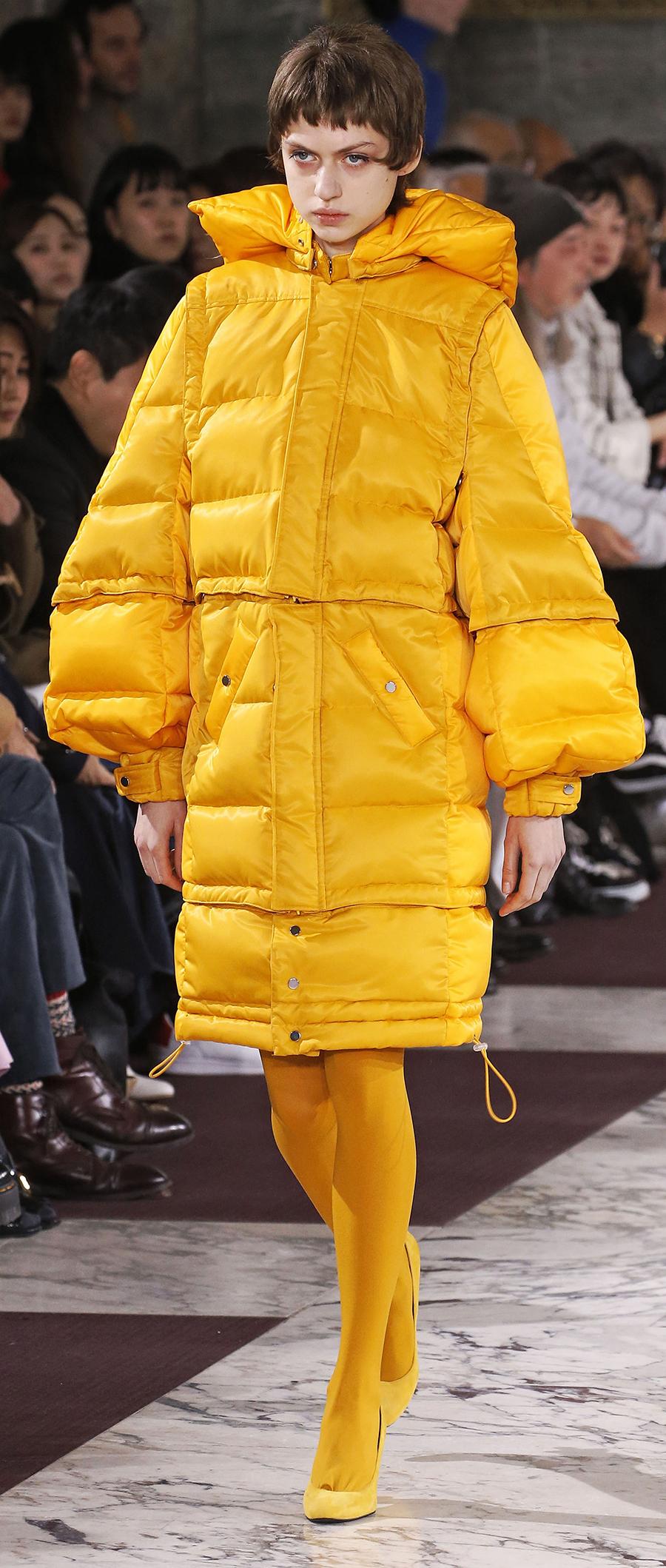 модный пуховик осень зима 2020 2021 желтый блестящий длинный оверсайз