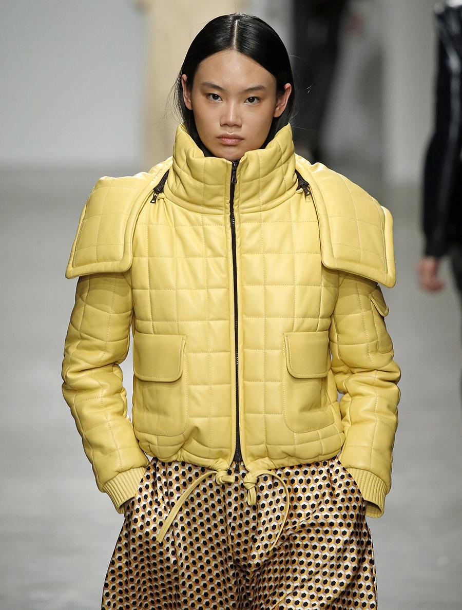 модный пуховик осень зима 2020 2021 короткий салатовый желтый зеленый с капюшоном