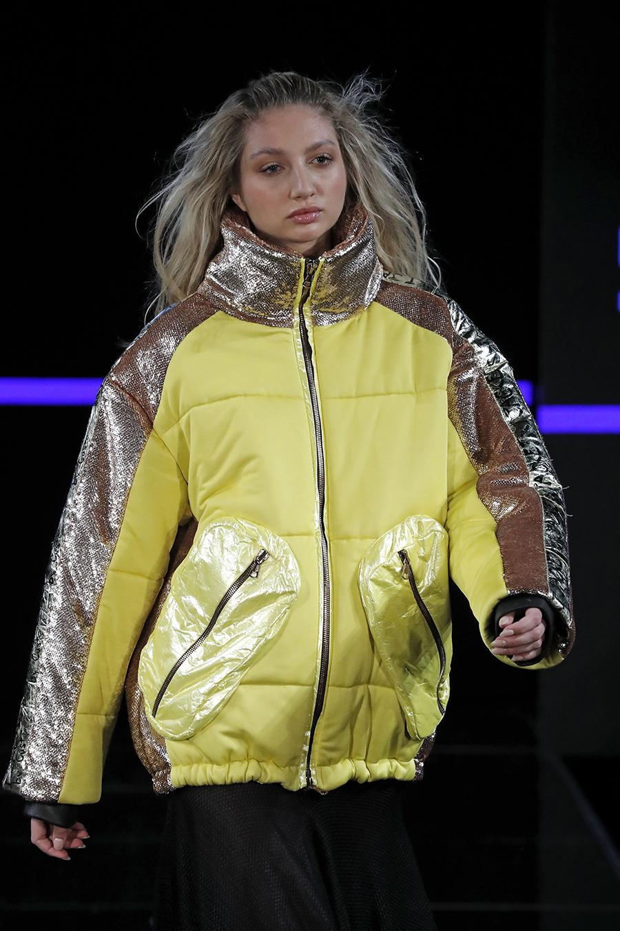 модный пуховик спортивный зима 2020 2021 желтый салатовый серебряный