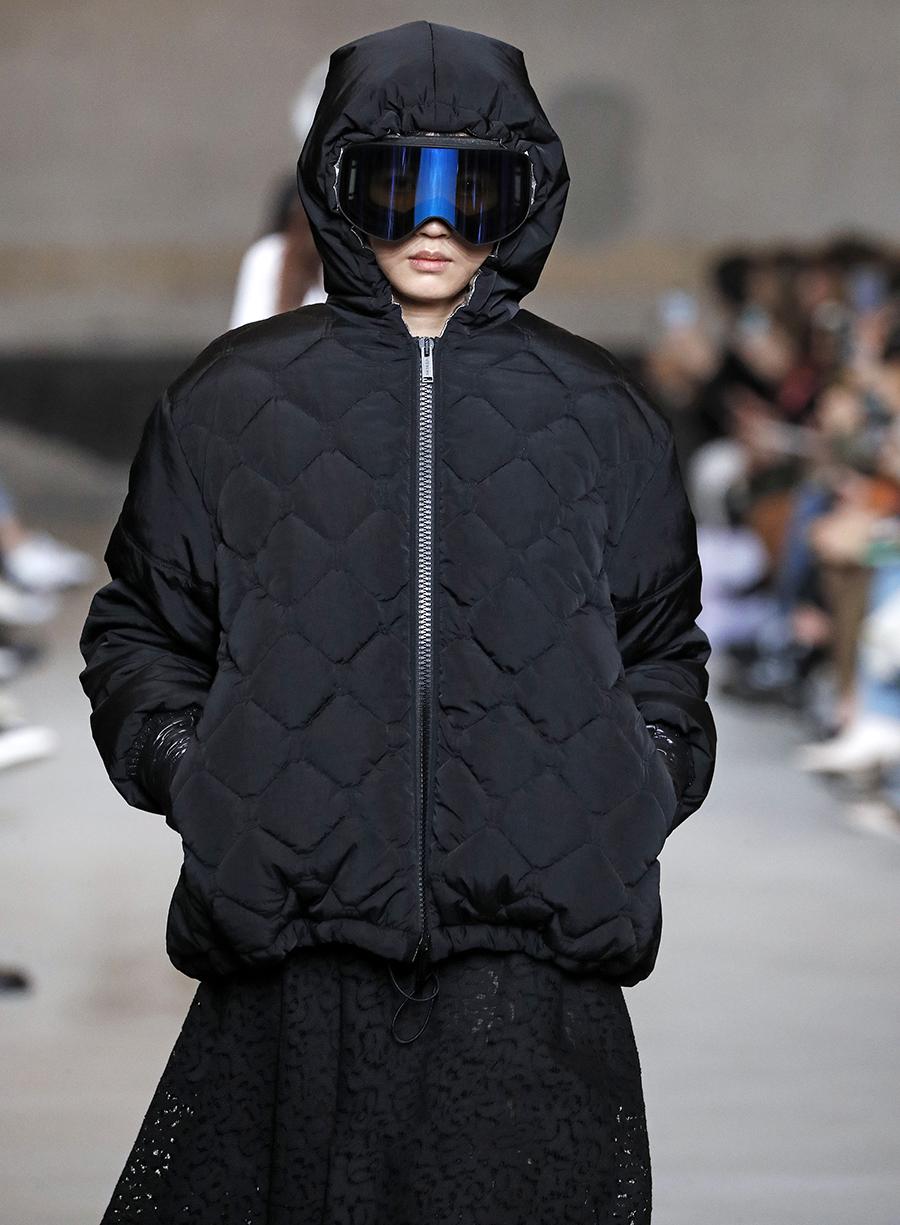 модный пуховик стеганый зима 2020 2021 черный