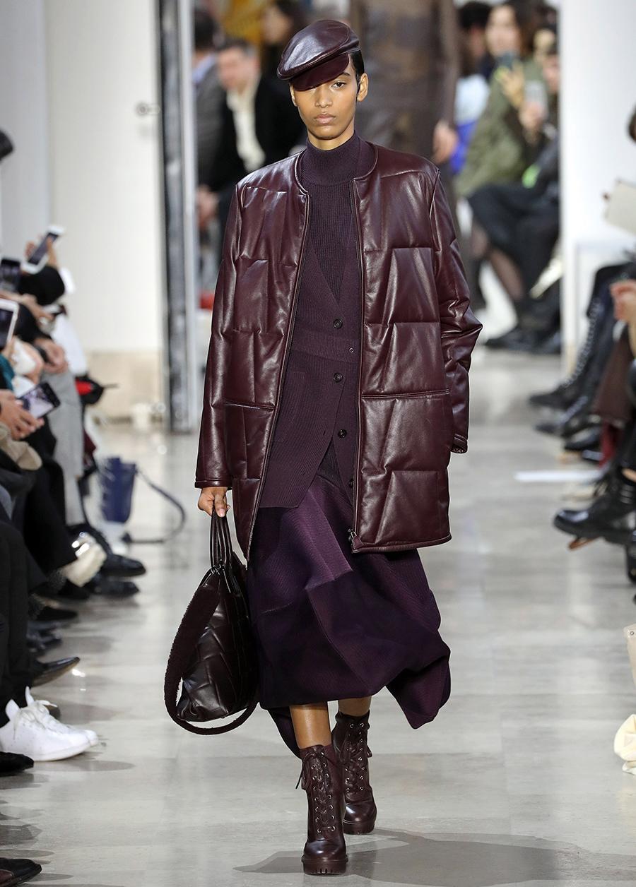 модный пуховик кожаный зима 2020 2021 бордовый