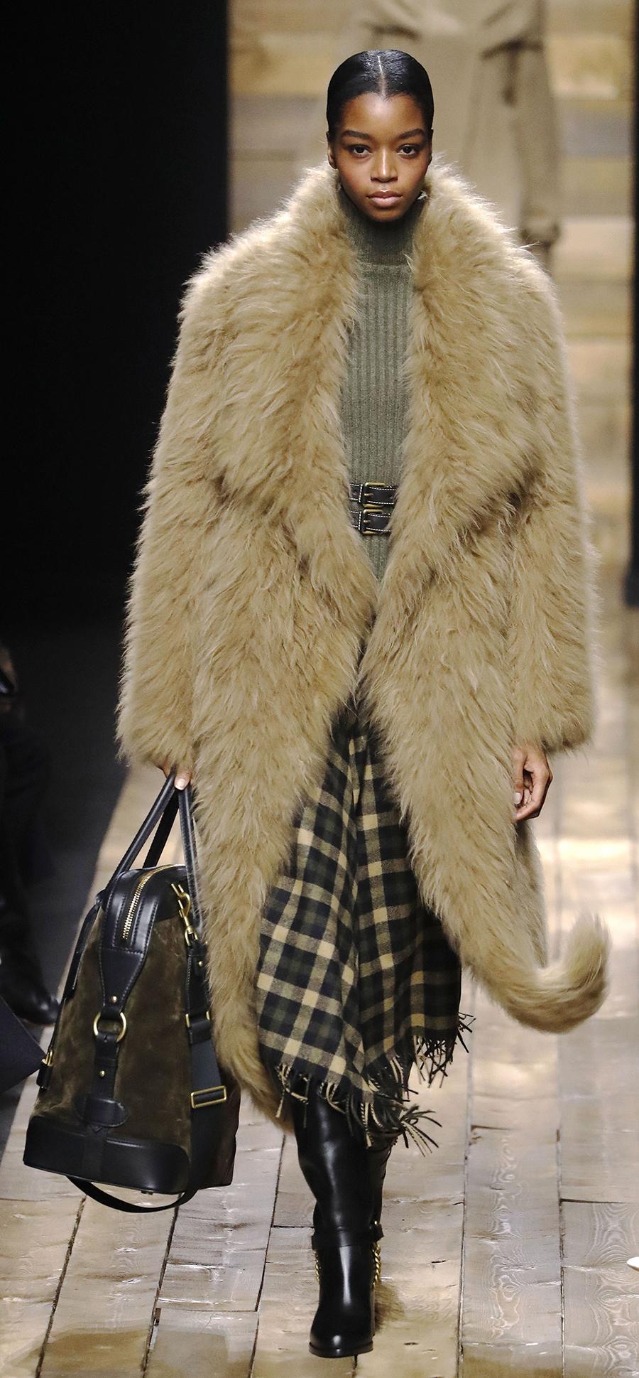 модная шуба осень зима 2020 2021 длинная пушистая бежевая