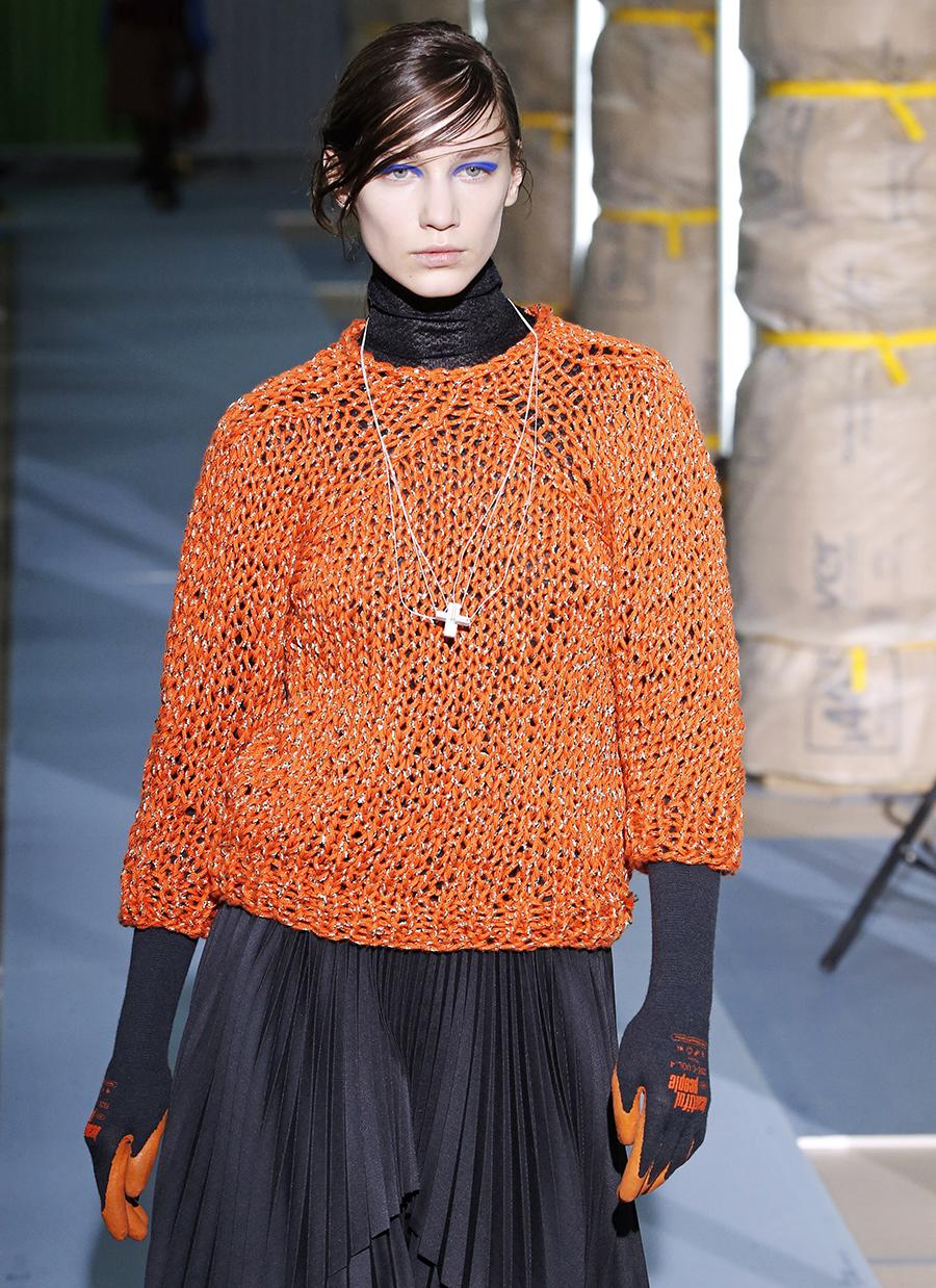 модный свитер фжурный осень зима 2020 2021 оранжевый