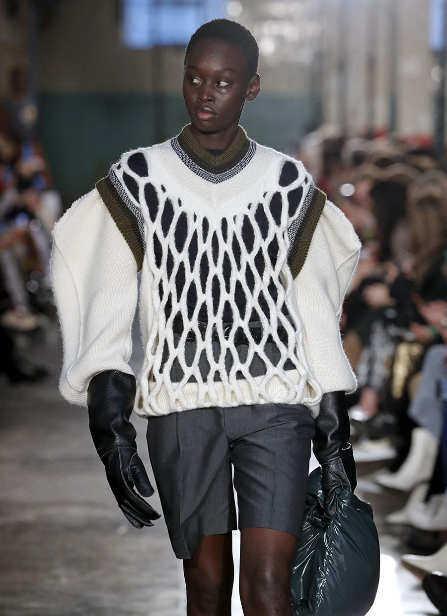 модный свитер фжурный осень зима 2020 2021 белый