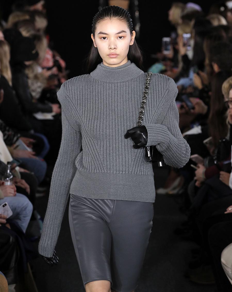 модный свитер с имитацией жилетки многослойный осень зима 2020 2021 серый