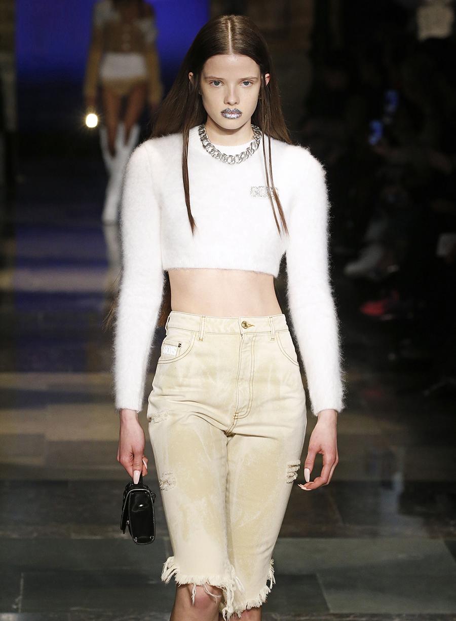 модный свитер короткий осень зима 2020 2021 белый