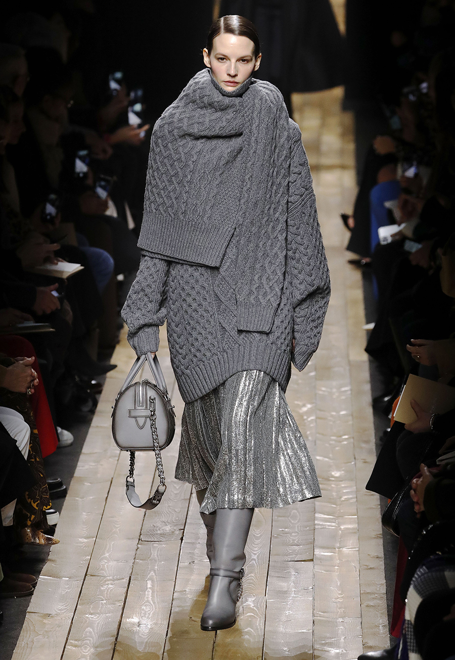 модный свитер оверсайз осень зима 2020 2021 большой объемный длинный серый