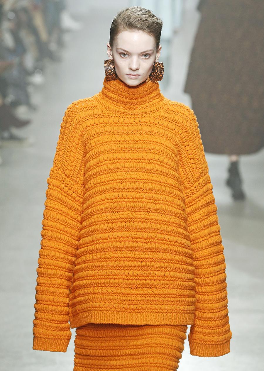 модный свитер оверсайз осень зима 2020 2021 большой объемный длинный желтый оранжевый
