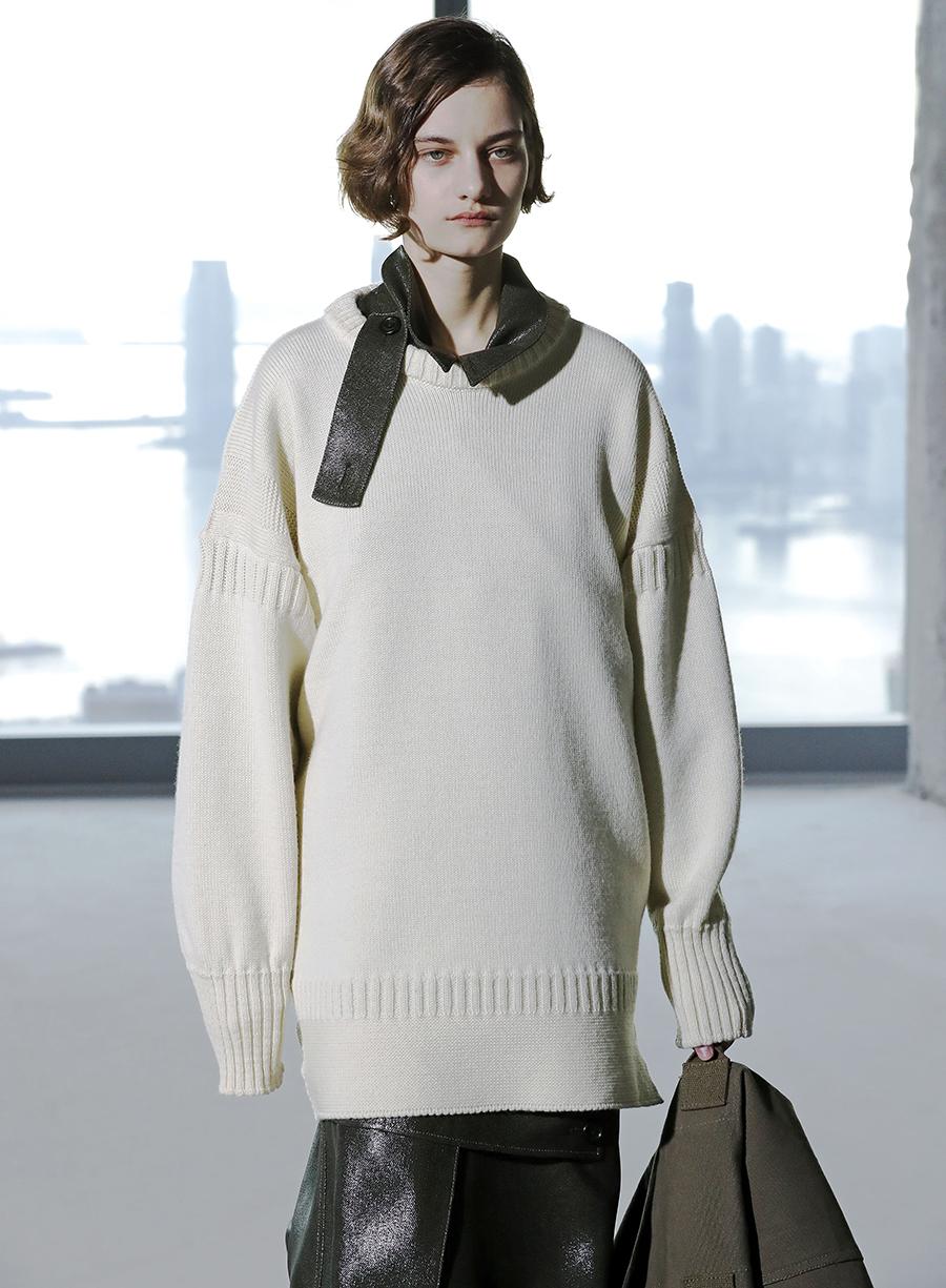 модный свитер оверсайз осень зима 2020 2021 большой объемный длинный бежевый
