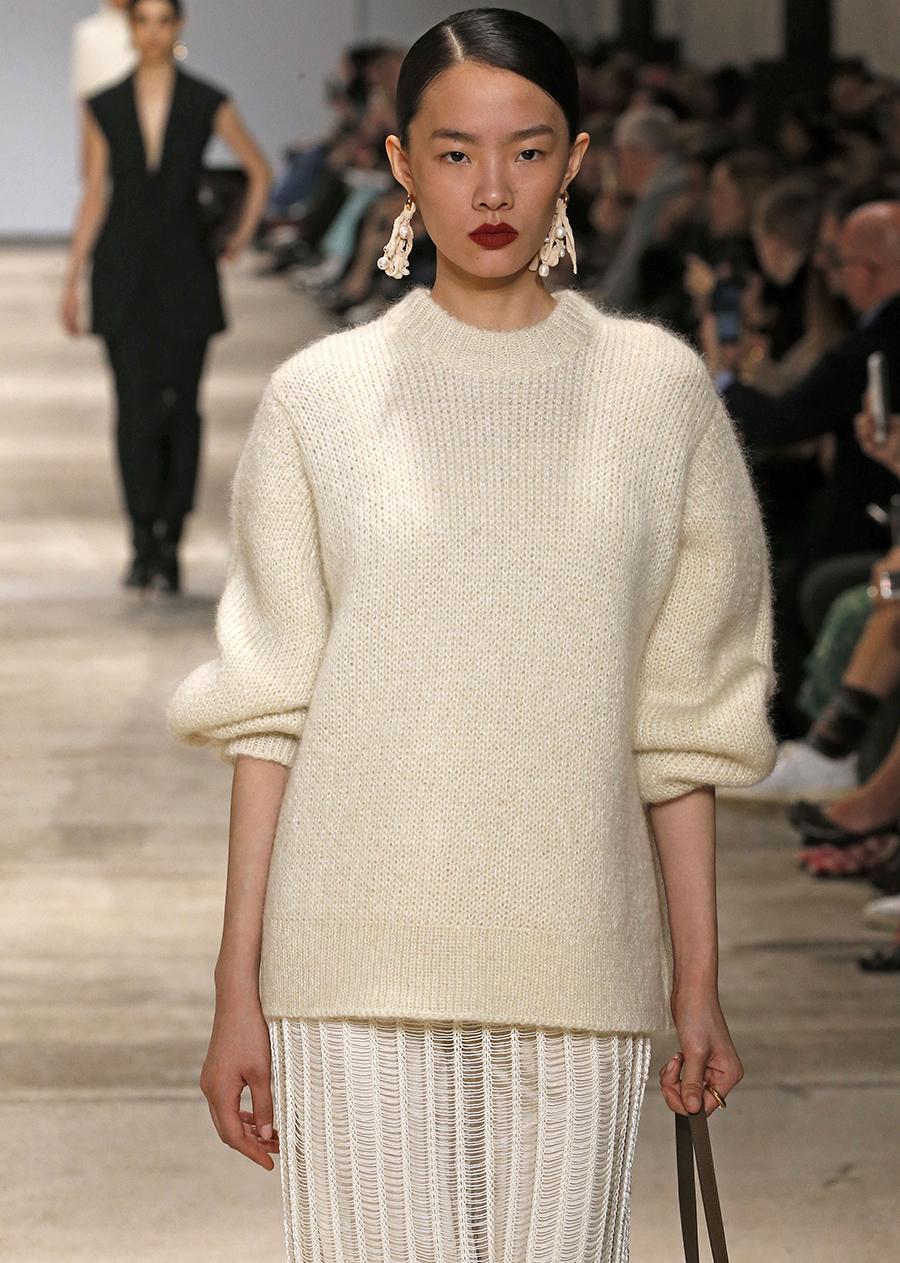 модный свитер гладкий минимализм простой осень зима 2020 2021 бежевый