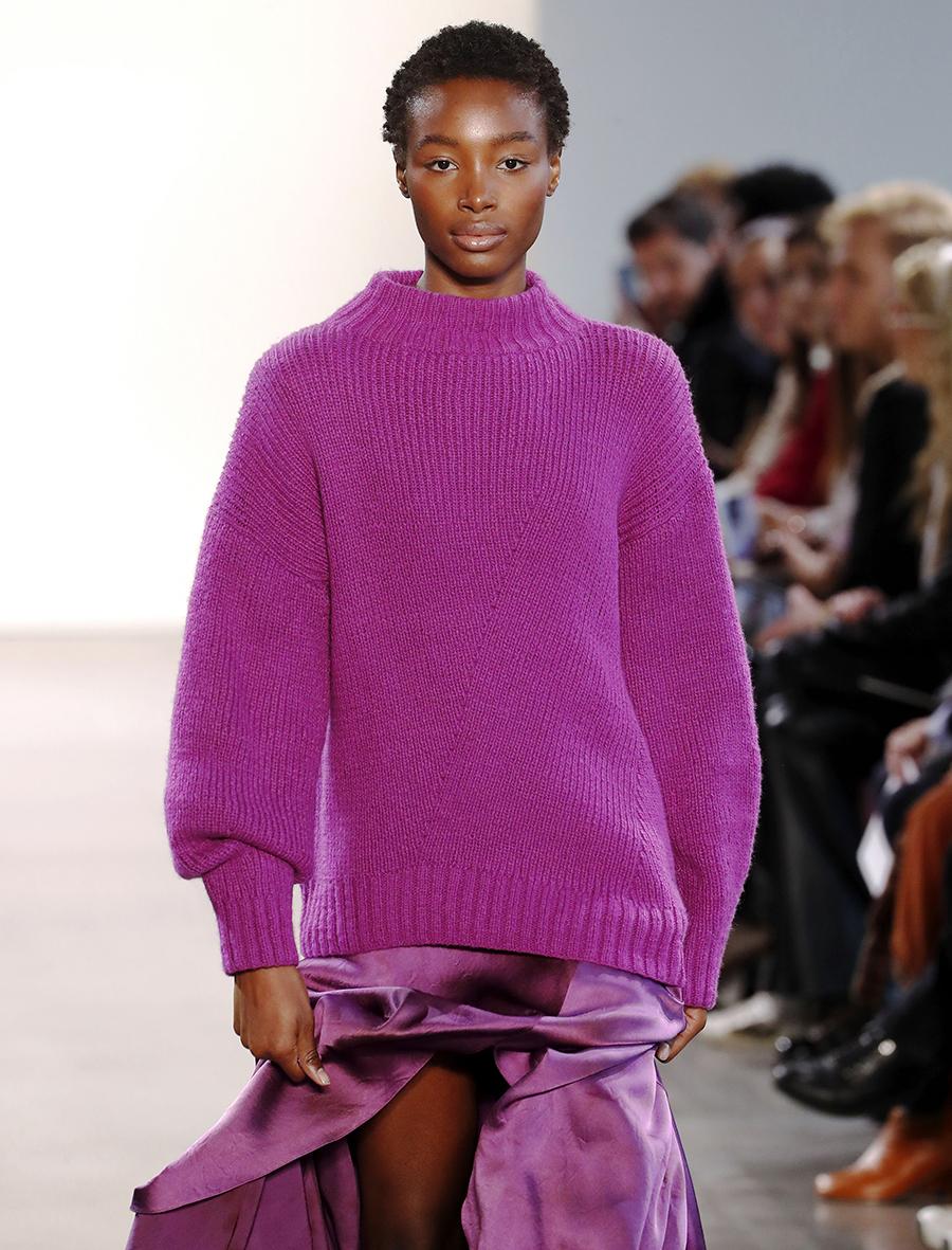модный свитер гладкий минимализм простой осень зима 2020 2021 фиолетовый