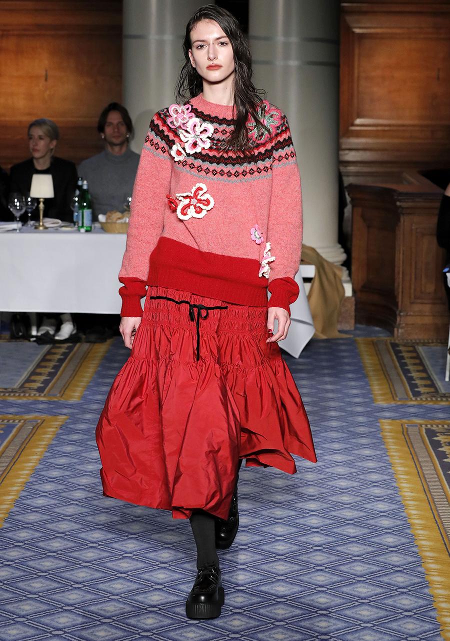 модный свитер винтажный в винтажном стиле осень зима 2020 2021 розовый красный с рисунком