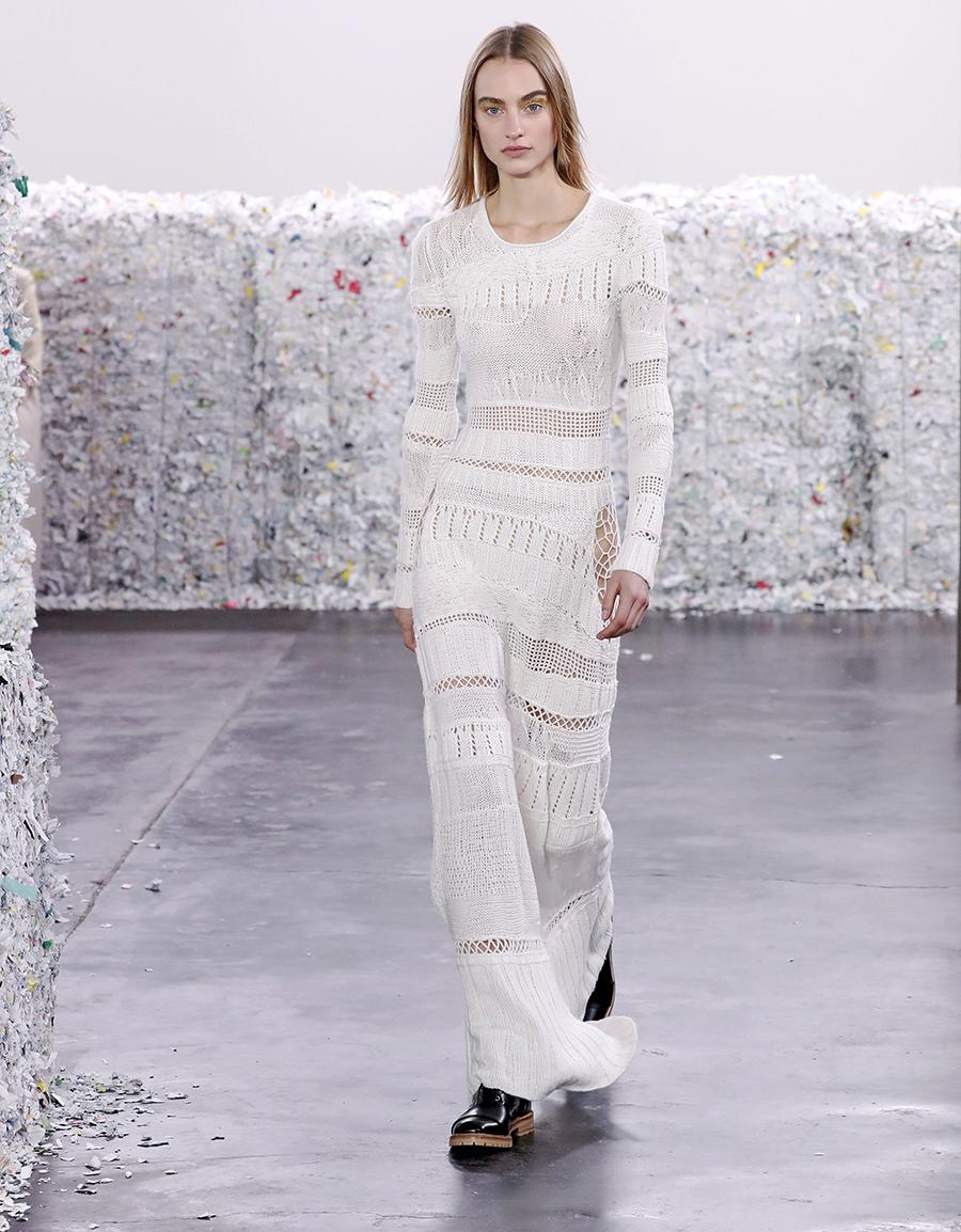 вязаное трикотажное платье ажурное макси в пол длинное теплое белое в обтяжку