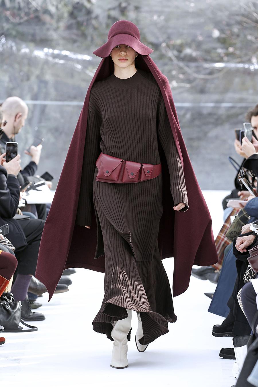 вязаное трикотажное платье макси в пол длинное теплое в рубчик в обтяжку бордоове коричневое винное марсала
