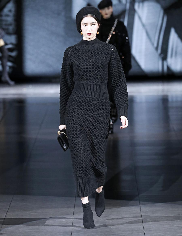 вязаное трикотажное платье миди за колено черное в обтяжку