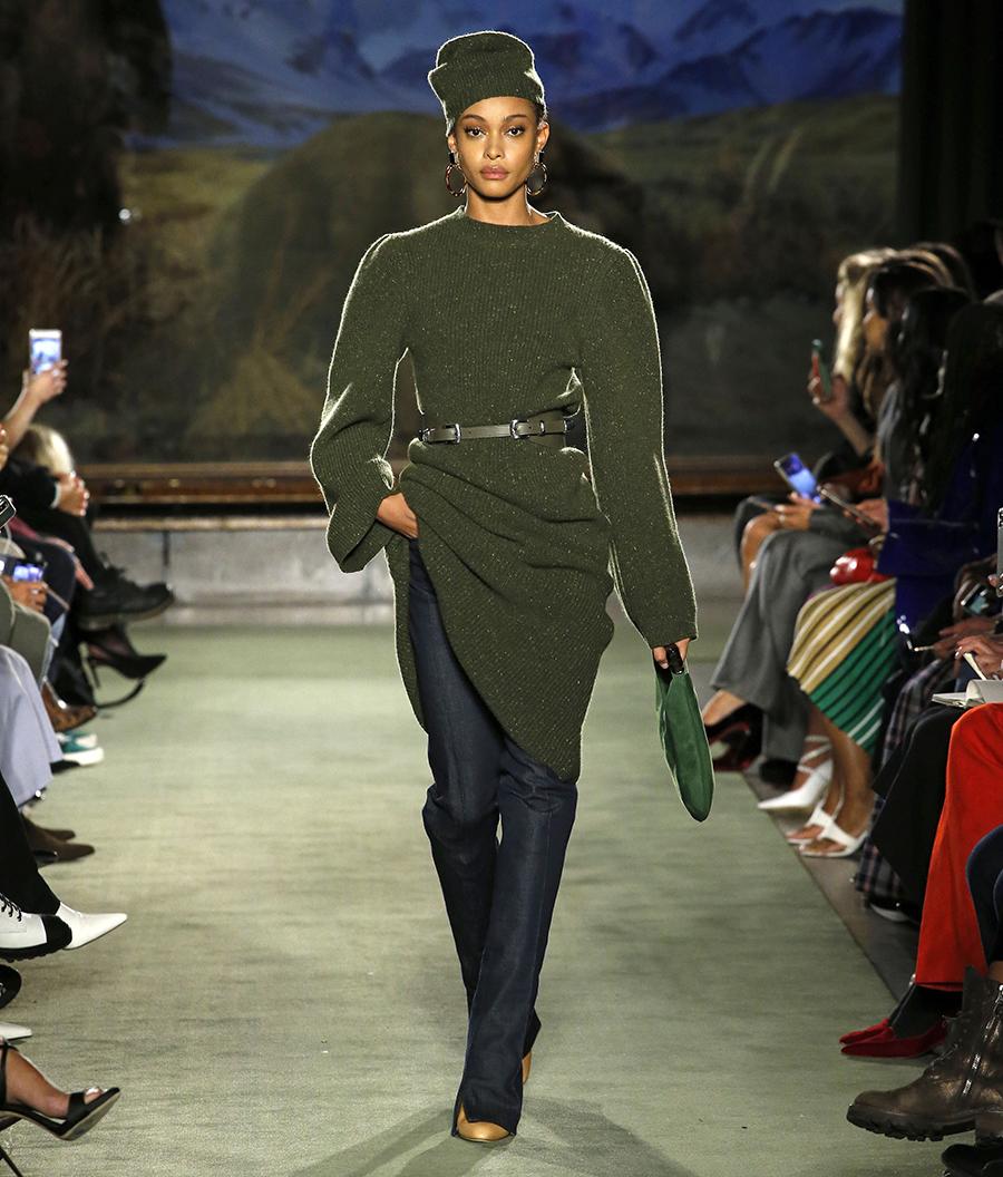 вязаное трикотажное платье миди за колено зеленое хаки болотное в обтяжку