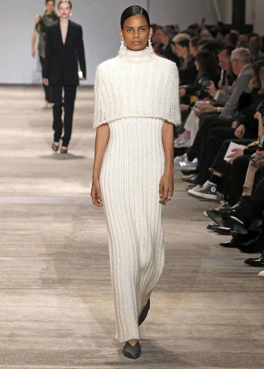вязаное трикотажное платье в рубчик макси длинное в пол в обтяжку