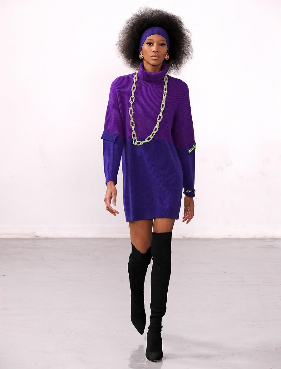 вязаное трикотажное платье свитер короткое оверсайз в рубчик фиолетовое