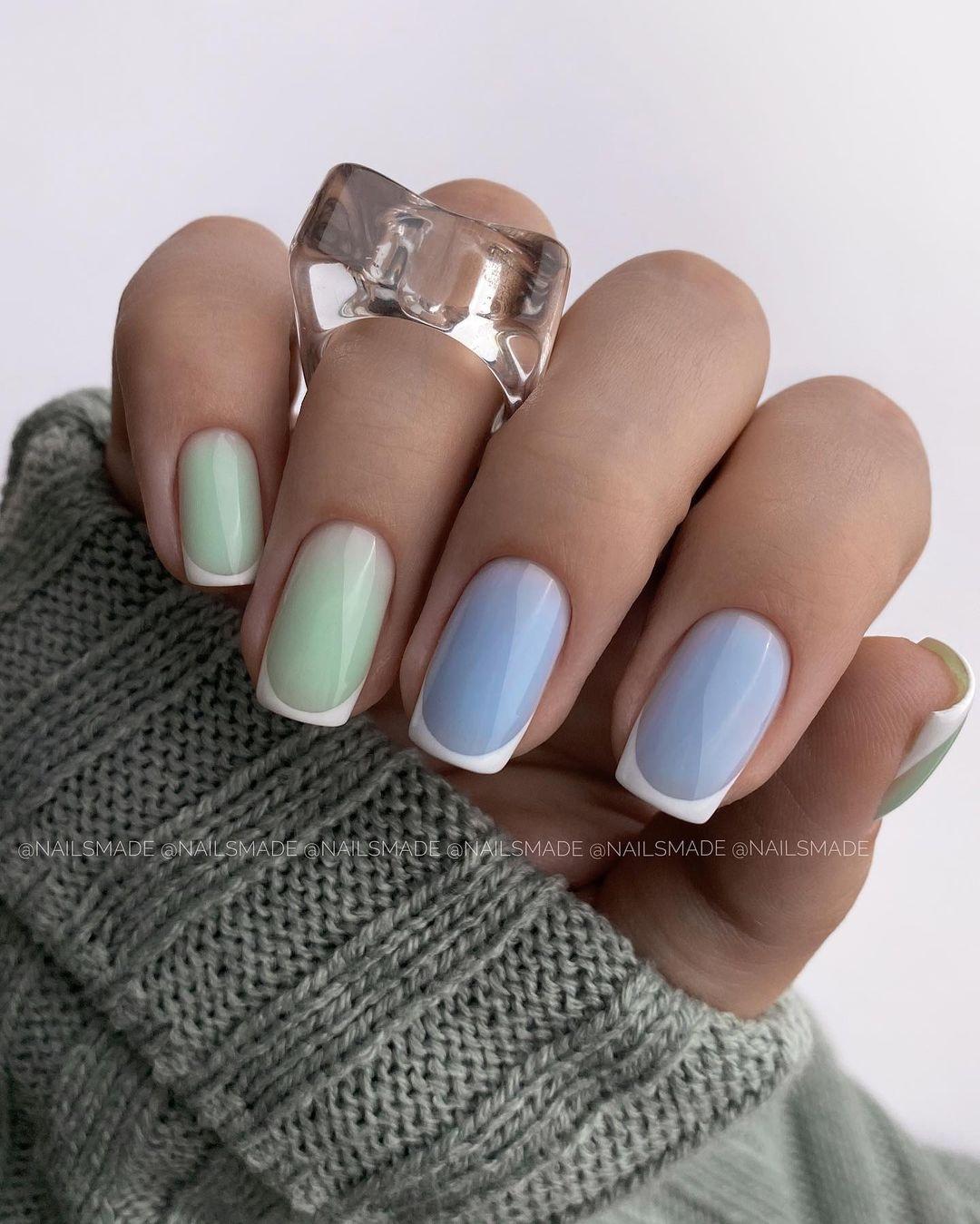 маникюр зима 2020 на короткие ногти на новый год френч французский голубой салатовый пастель белый нежный нейл-арт нейл-дизайн