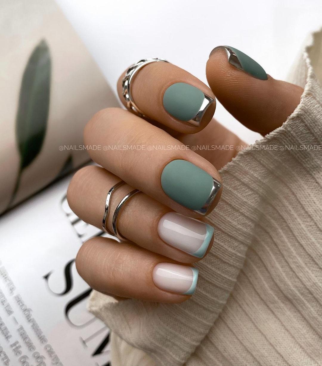 маникюр зима 2020 на короткие ногти на новый год френч французский серебряный металлик голубой зеленый матовый пастельнежный нейл-арт нейл-дизайн