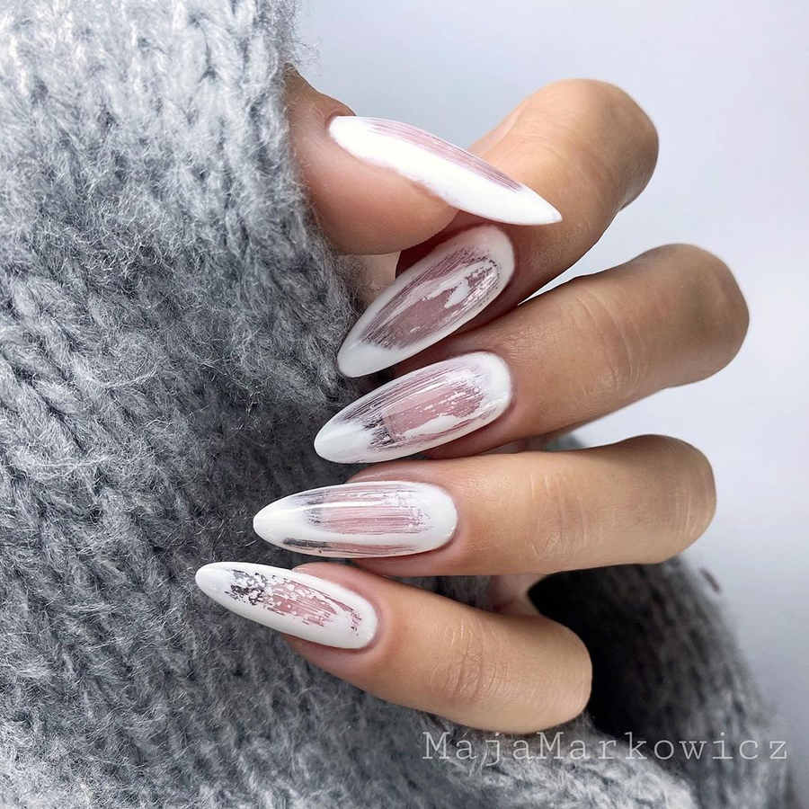 маникюр зима 2020 на длинные ногти на новый год миндаль нежный нюд белый нейл-арт нейл-дизайн