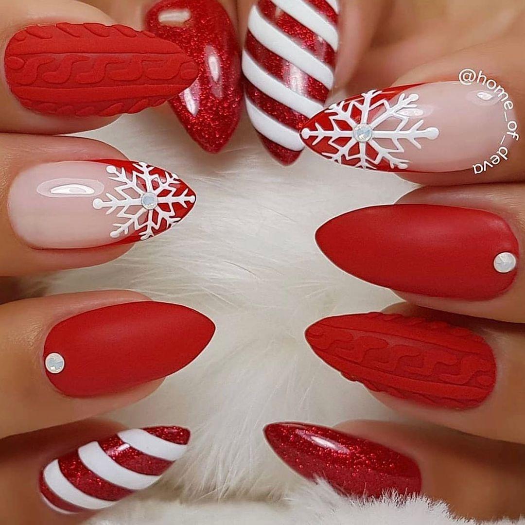 маникюр зима 2020 на длинные ногти на новый год вязаный свитер матовый нюд белый красный нейл-арт нейл-дизайн