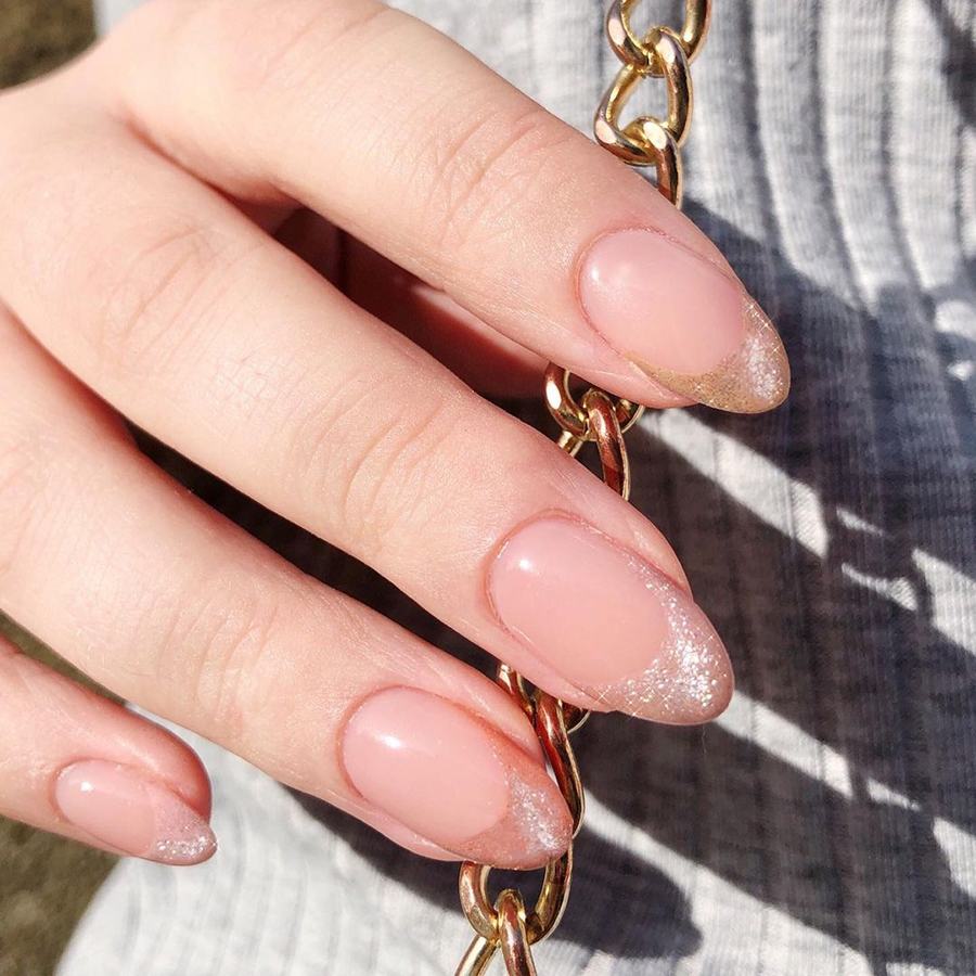маникюр зима 2020 на длинные ногти на новый год миндаль нежный серебряный кошачий глаз кристальный хрустальный галактический нейл-арт нейл-дизайн френч французский