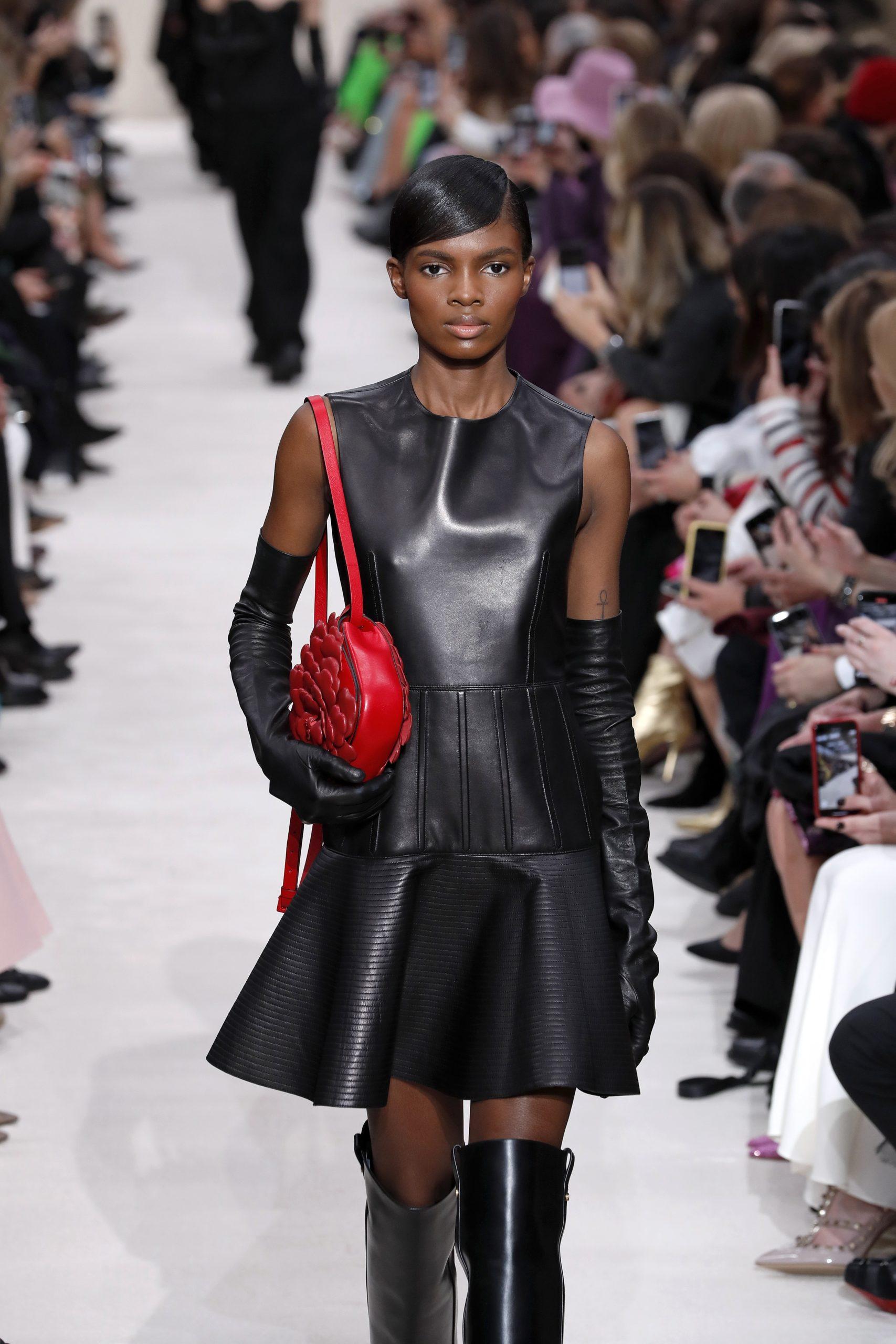 платье кожаное черное мини что надеть на новый год 2021