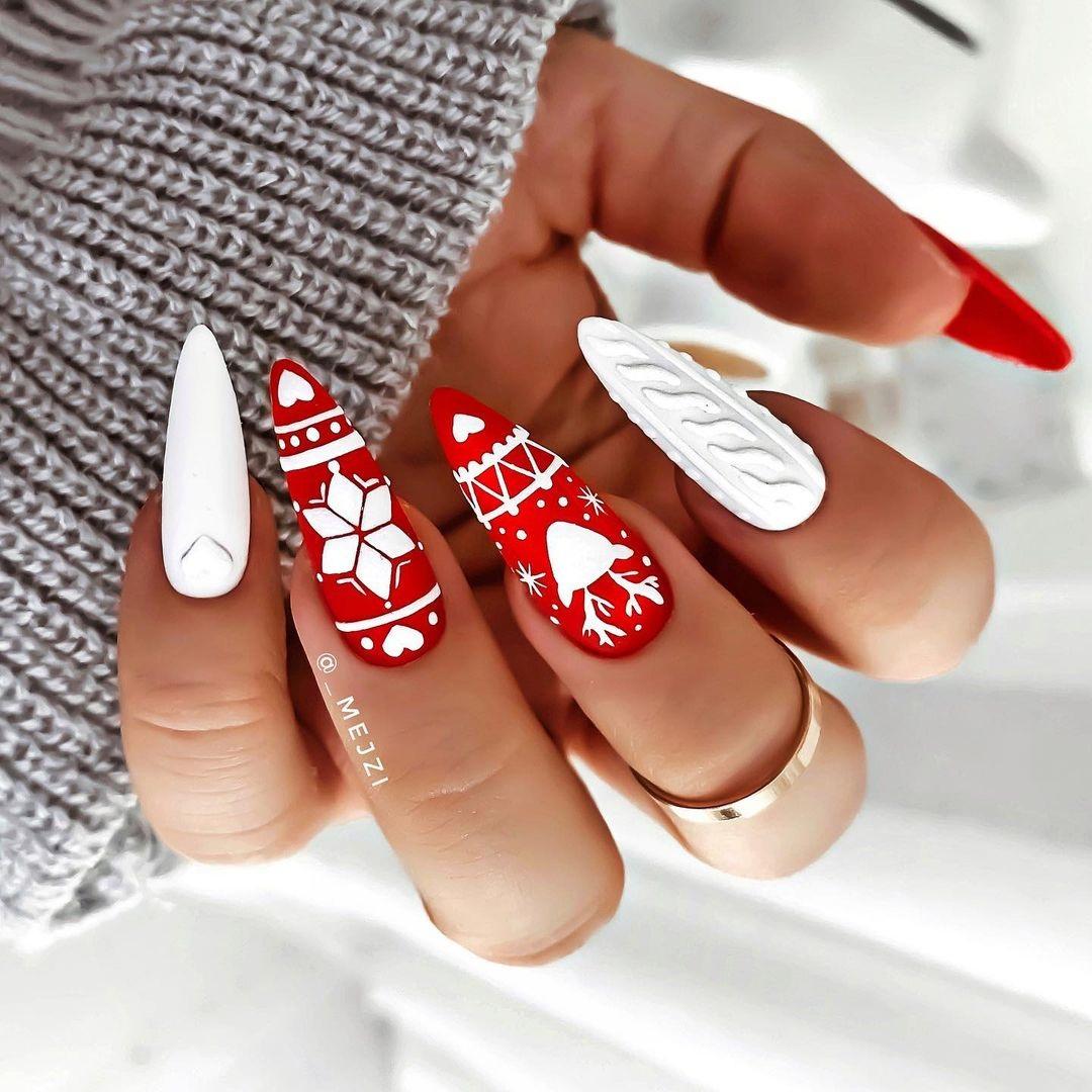 новогодний маникюр 2021 новый год дизайн рисунки олень снежинки красный белый