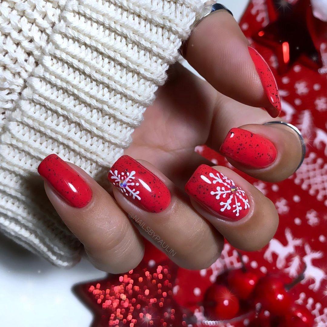 новогодний маникюр 2021 новый год дизайн снежинки красный белый