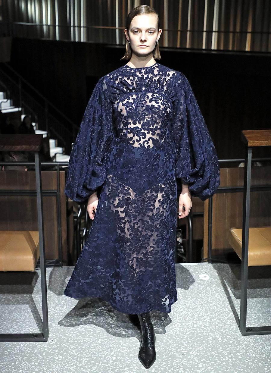 платье кружево синее длинное что надеть на новый год 2021